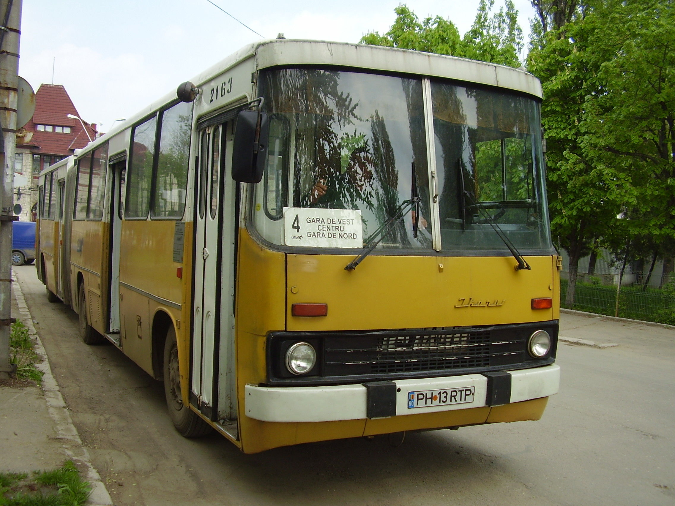 2163. Bus Ikarus on line 4. April 25, 2006